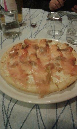 Bomporto, Италия: Pizza al tegamino Malscalzone (bianca,mozzarella,mascarpone,spek e porcini)