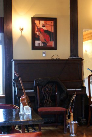 Mabou, Kanada: piano and guitars