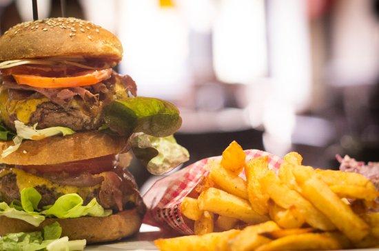 Lalinde, Frankrike: Ultima burger viande limousine, pain fait maison et frites maison