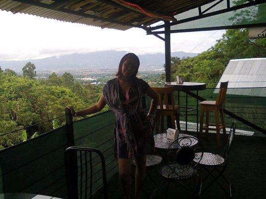 Birri, Costa Rica: Buen almuerzo en la terraza del restaurante