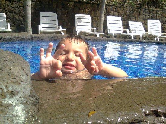 Birri, Costa Rica: Mi hijo no queria salir de la psicina temperada