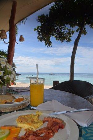Potret Alona Tropical Beach Resort