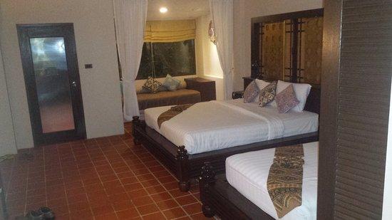 Aonang Princeville Resort: chambre trés spacieuse (saline)