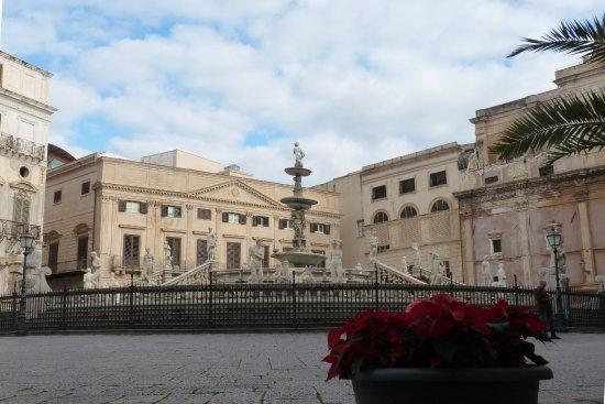 Fontana della Vergogna (Fontana Pretoria) : la fontana