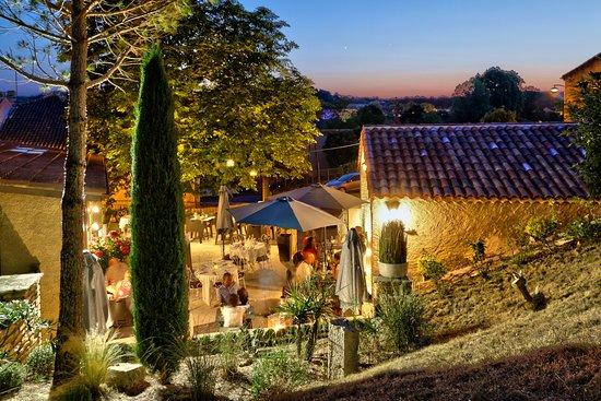 Castera-Verduzan, Frankrike: Terrasse d'été restaurant