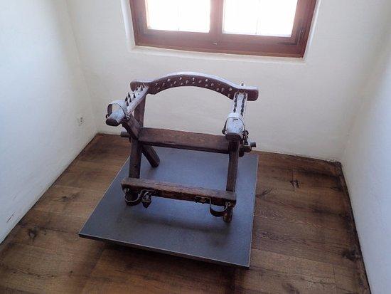 Burgmuseum : 拷問用の椅子