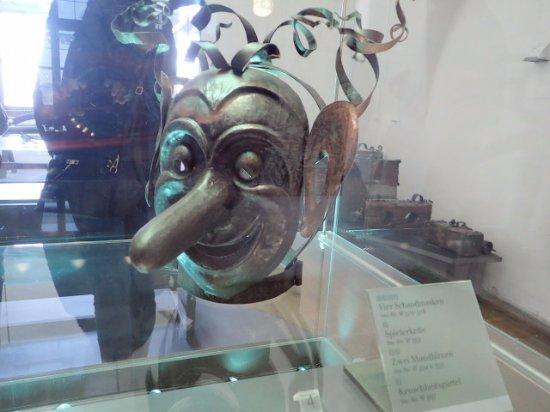 Burgmuseum : 辱めを受けるマスク