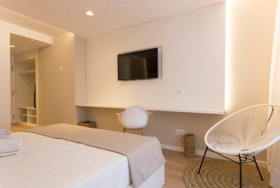 Habitaciones con estilo actual minimalista con tv 42 for Habitaciones minimalistas