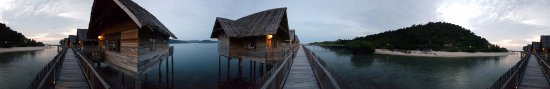 Telunas Private Island : View on the walkway to your villa!