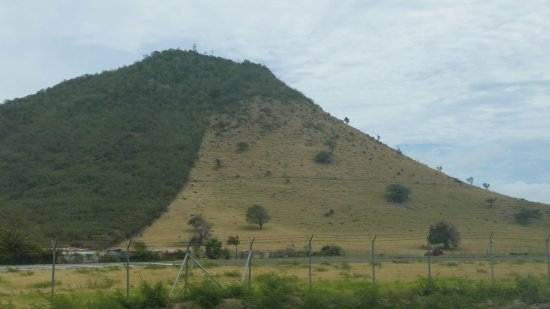 Friendly Island Tours St. Maarten Day Tours: I think this is Mount Concordia that divides the French and Dutch side?
