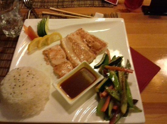 Ristorante Giapponese Genkai : salmone appa piastra con verdure e riso bianco