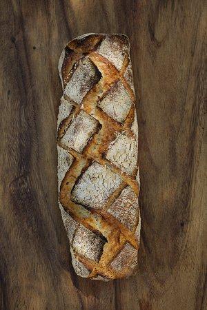 Sarrians, France : Le gros pain pour les grandes tablées