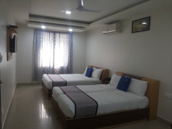 Hotel White Parrot: Family Club A/c  Room with 02 King Bed