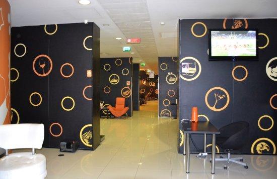 Star Inn Porto Smart Choice Hotel: В конце этого коридорчика- кафе