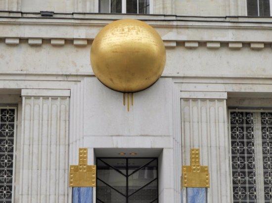 Kapitelplatz & Kapitelschwemme: ウィーンで見かけた金の玉(建物の装飾)