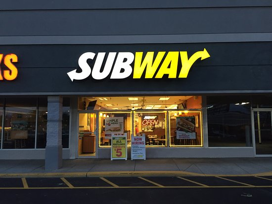 Cortland, NY: Well lit Subway restaurant