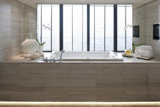 Mandarin Oriental, Jakarta: Mandarin Suite Bathroom