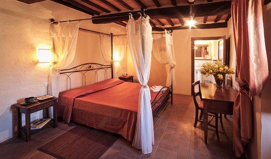 Camere Da Letto Con Letto A Baldacchino : Camera matrimoniale romantica con letto a baldacchino e bagno