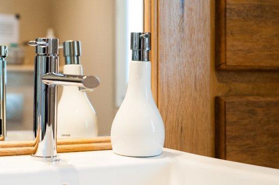 Saint Etienne du Gres, France: détail salle de bain