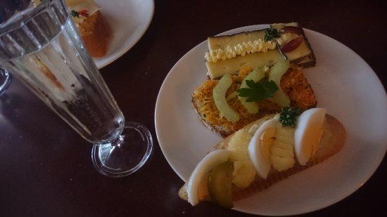 Delikatessen Frankowitsch: Prosecco, Brötchen: Weinkäse, Karotte-Sellerie-Ingwer (vegan) und Ei