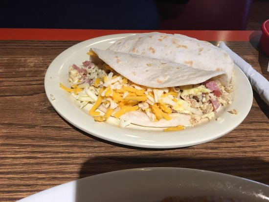 Universal City, TX: Great chorizo and egg breakfasts did breakfast tacos. The cheese is delicious ! Salsa verde es c