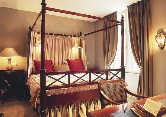Maison le Dragon Guesthouse: Suite Belle Rose