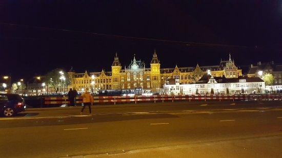 Hotel Prins Hendrik: stazione centrale di fronte all'Hotel