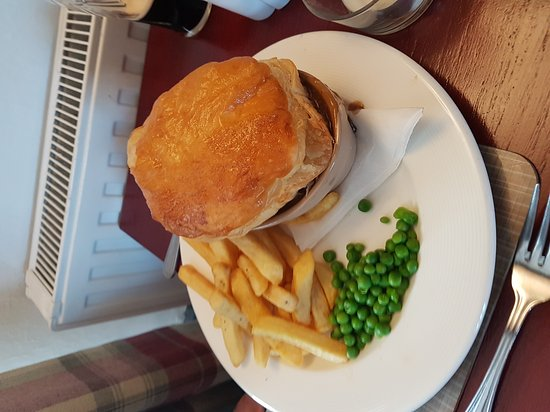 Llangybi, UK : Had a lovely lunch, pie was very good, and the plaice was really good as well. They are going to