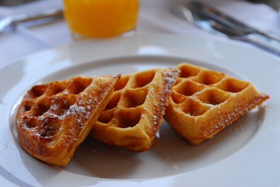 Rockdale, TX: Free Hot Breakfast every morning includes amazing fresh made waffles