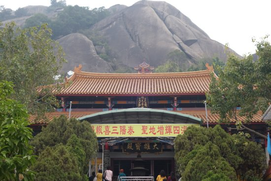 Shantou, China: Longquan cave temple