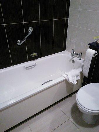 Blanchardstown, Ireland: Separate bath