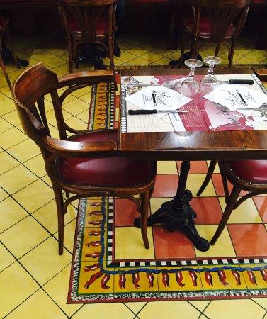 restaurant brasserie garcon dans lattes avec cuisine fran aise. Black Bedroom Furniture Sets. Home Design Ideas
