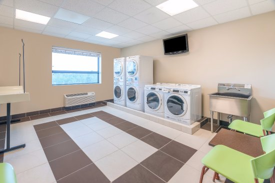 Fort Lee, VA: Laundry Rooms on each floor