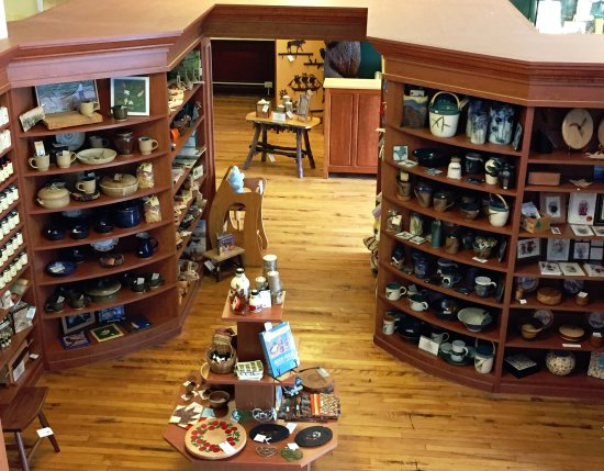 Canton, Estado de Nueva York: The North Country Folkstore in The TAUNY Center features unique, local products.