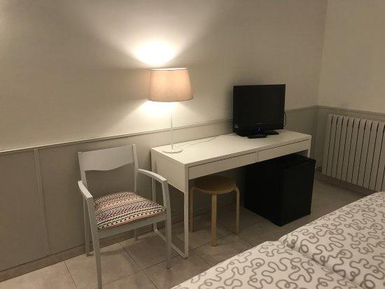 Hotel Rio Arga: Mesa Tv