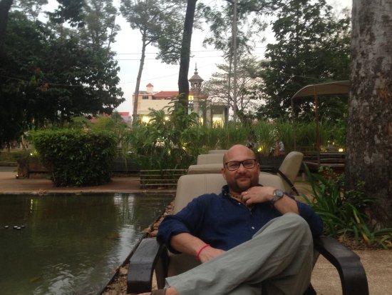FCC Angkor : relaxed pre dinner drinks