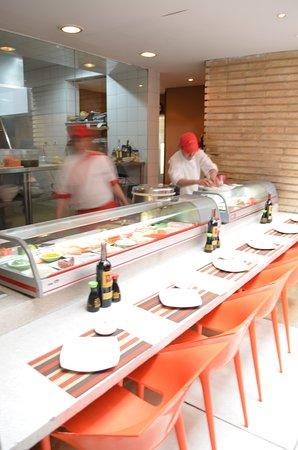 Teriyaki Sushi Bar Zona T: Nuestra barra de sushi Teriyaki