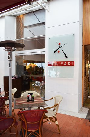 Teriyaki Sushi Bar Zona T: Tenemos mesas al aire libre