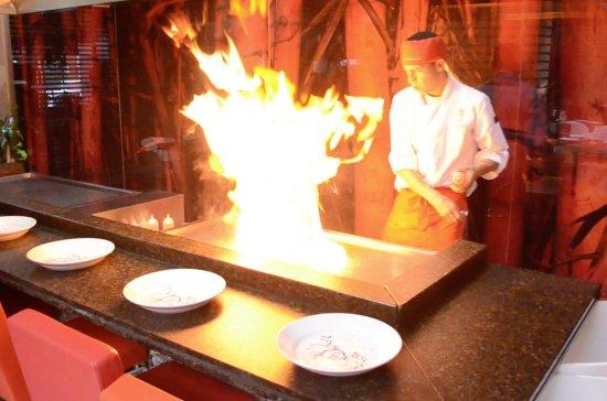 Teriyaki Sushi Bar Zona T: Reserva un show teppanyaki con nuestros shefs