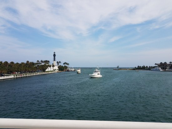 Hillsboro Beach, FL: Hillsboro Inlet Light