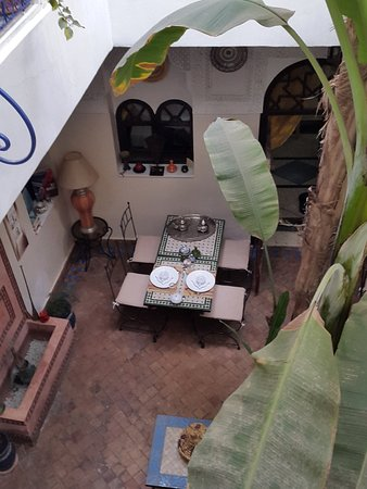 Riad Abaca Badra: sala da pranzo vista dal piano superiore