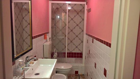 B&B San Lorentino House: Camera Rossa - Bagno