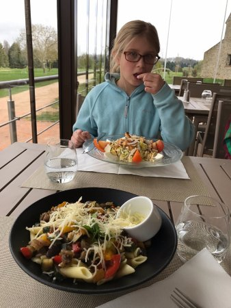 Crecy-la-Chapelle, Prancis: Vegetarian Pasta with fresh parmesan - very good