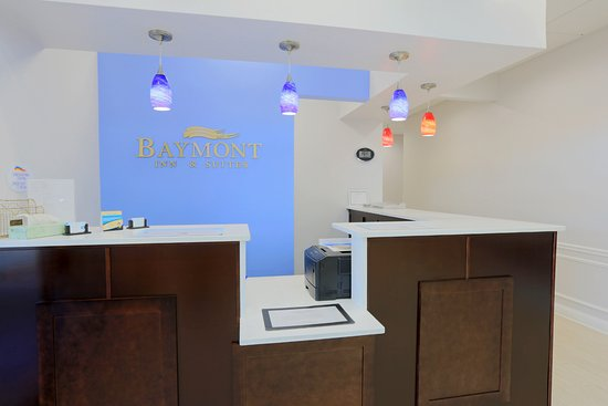 Baymont Inn & Suites Mundelein Libertyville Area: Lobby front Check in area
