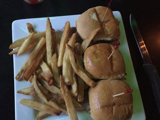 Ned Devines Faneuil Hall: Corned beef sliders - yummy!