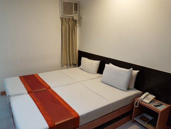 Hotel Pier Cuatro: I did not feel welcomed here. The staffs are not friendly or helpful. I came down from a cab car