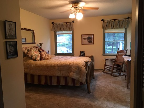 Deerwood, Миннесота: John Wayne Room