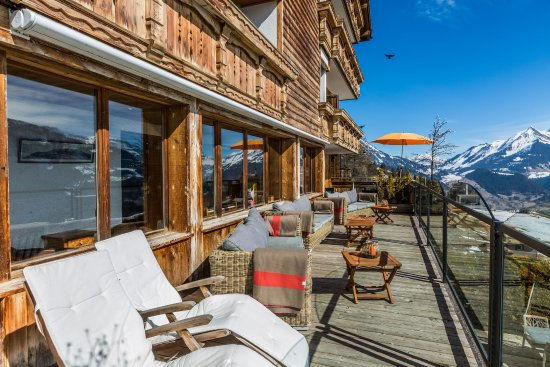 Terrasse Jacuzzi - Picture of Hotel Le Grand Chalet, Leysin ...