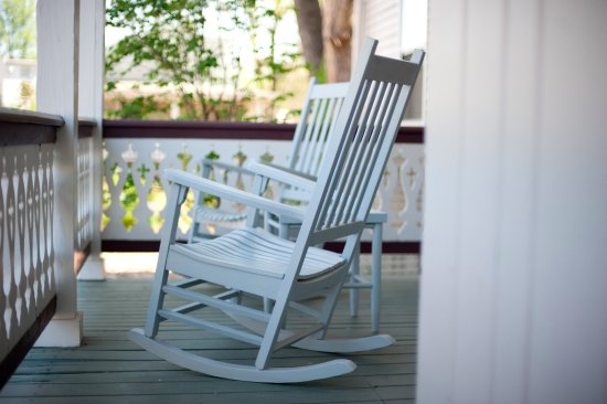 Sperryville, VA: Enjoy the rockers on the porch right outside your room