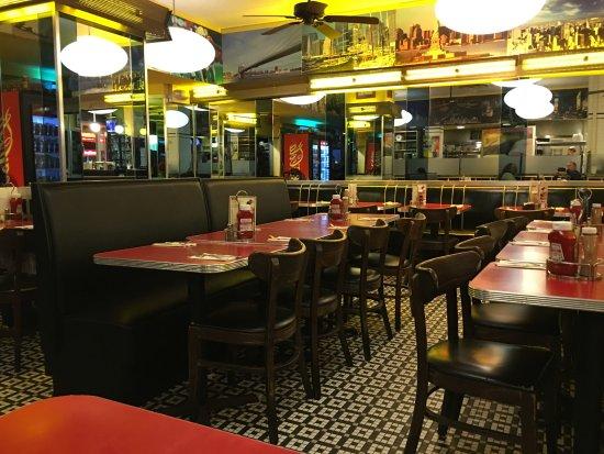 Interieur du restaurant picture of artie 39 s delicatessen for Interieur new york